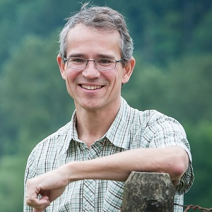Professor Dan Weary Receives UFAW Medal for Outstanding Contributions to Animal Welfare Science