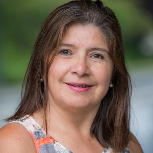 Community Builder Roxana Quinde Wins President's Staff Award
